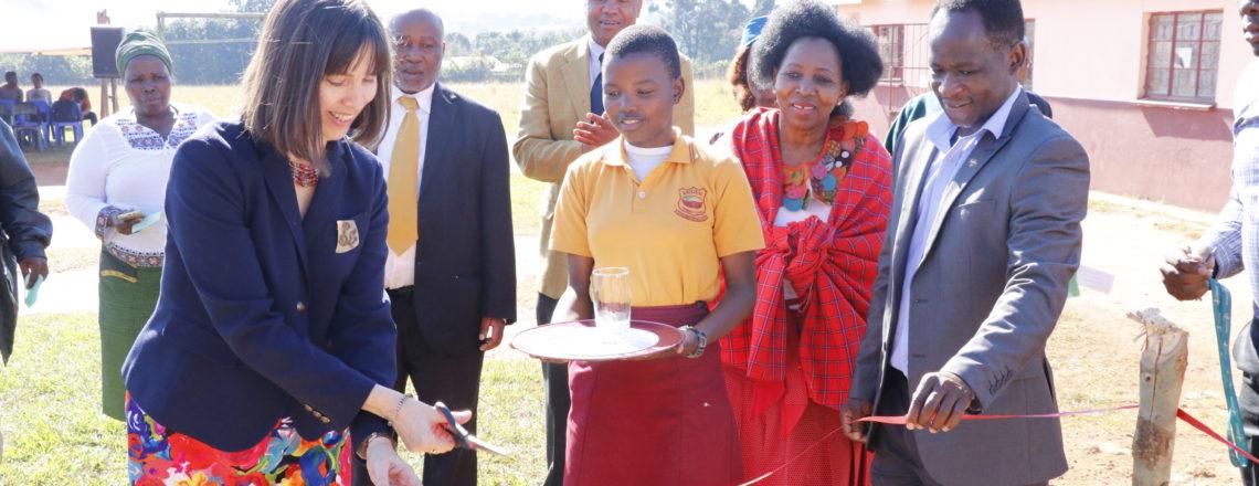 Ambassador Peterson launches a borehole at Ekuphileni KwaSesitjeni Skills Center